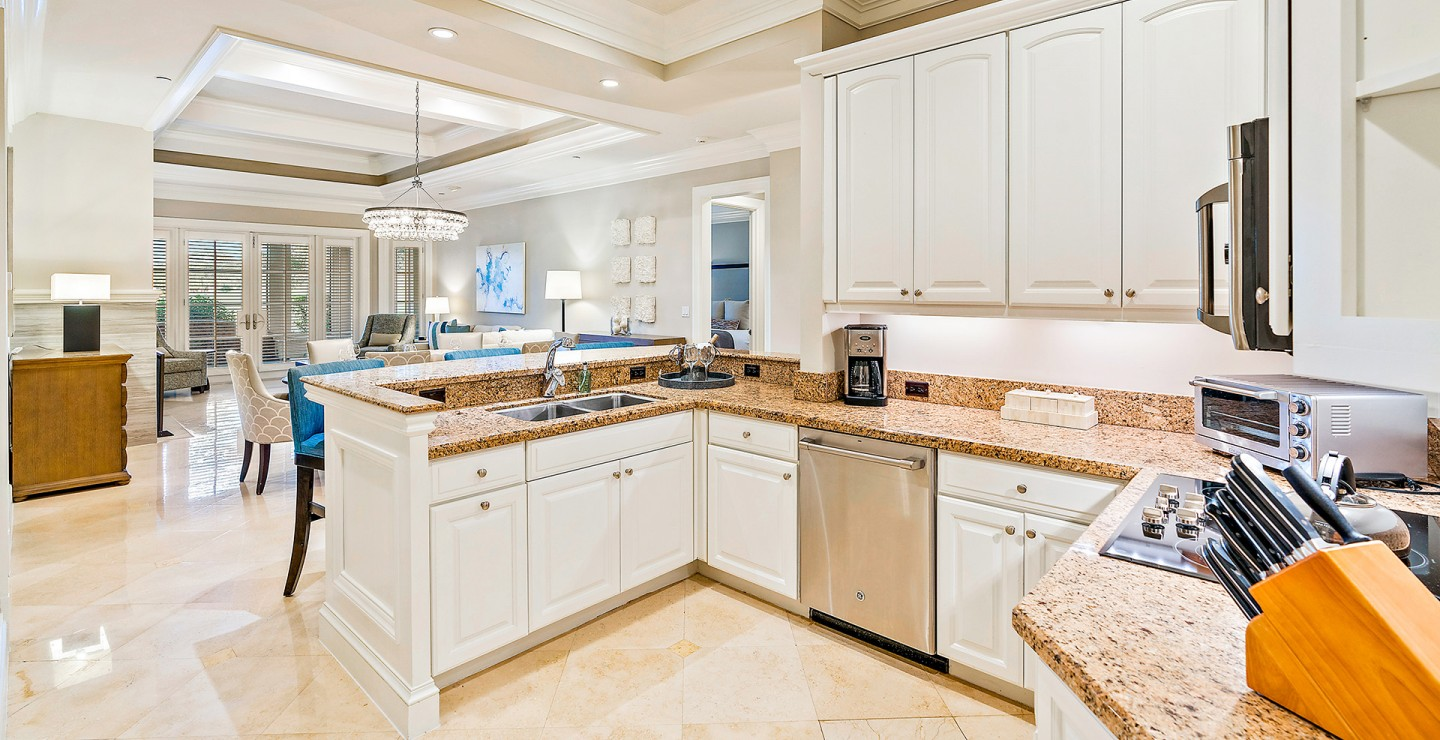 Full kitchen at a Timbers Jupiter home for sale, located on a top Florida golf community