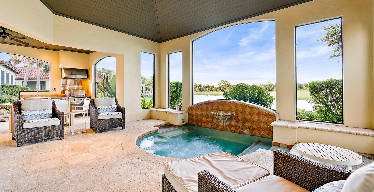 Private lanai and plunge pool in one of the luxury Florida villas at Timbers Jupiter